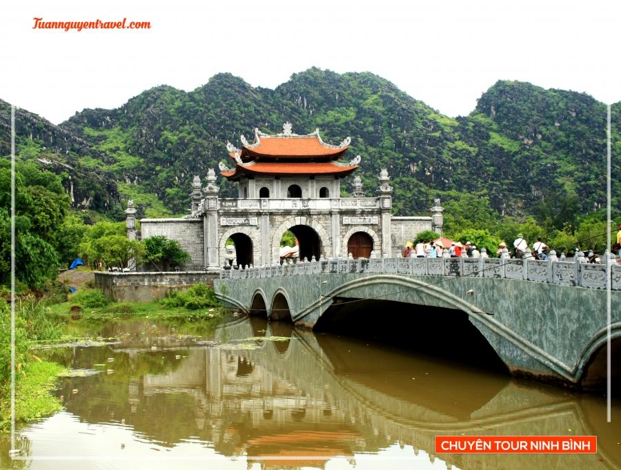 Tour Ninh Bình tham quan HOA LƯ TAM CỐC 1 ngày